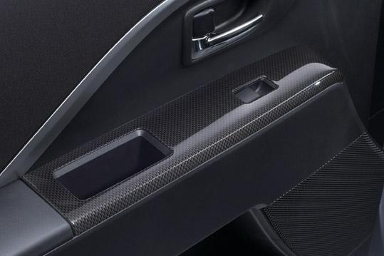 ケンスタイル新型プレマシー用カーボン調インテリアパネル
