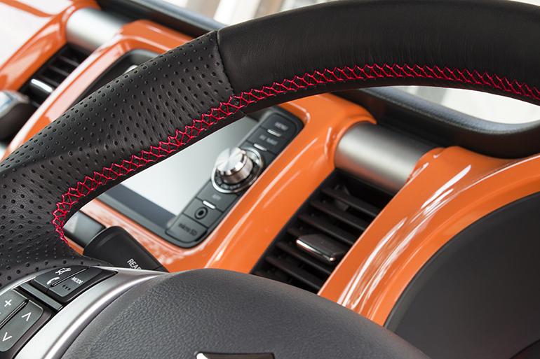 ケンスタイルのスズキ車用ステアリング・ZA01オールブラックレザー/レッドステッチ